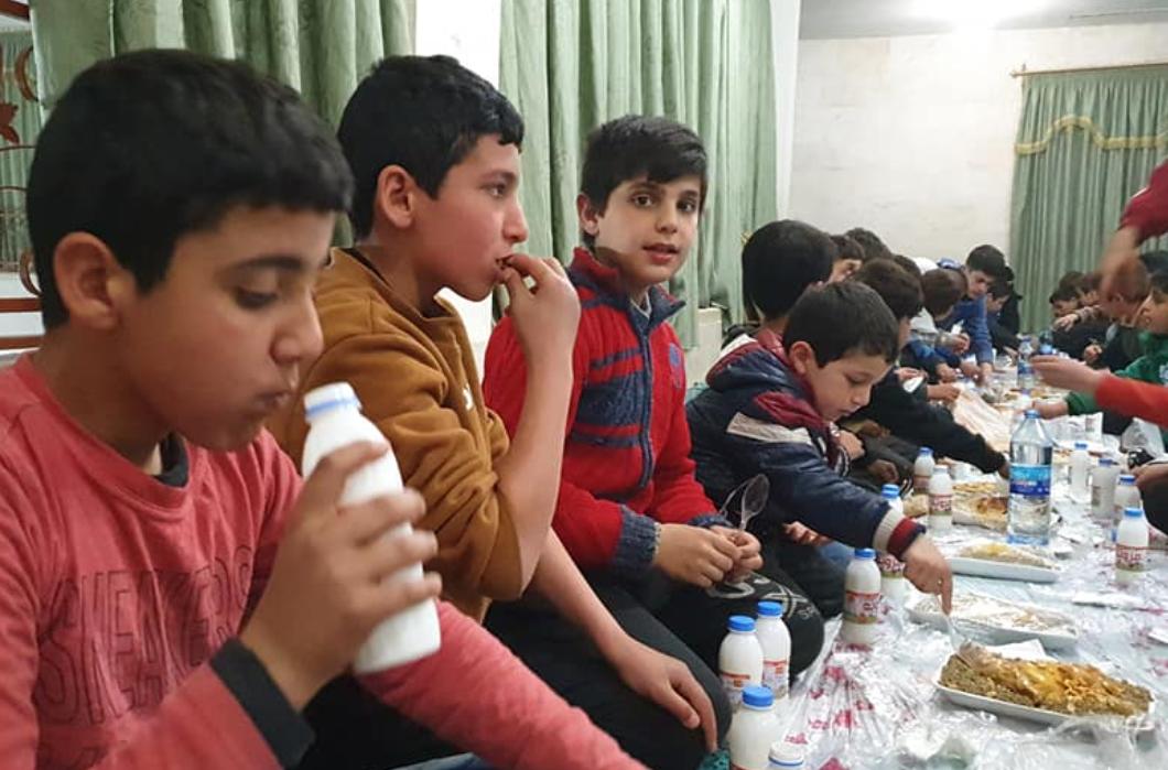 Suriye'de Kur'an Kurslarında İftarlar Veriyoruz