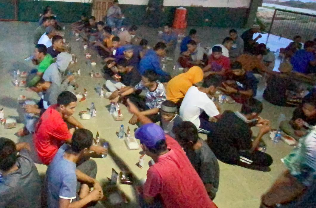 Uzak İslam Diyarı Moro'da İftar Sofraları Kuruyoruz